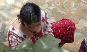 Indian ingenuous bathe muslim lady farzana khatoon non-native bihar in delhi.mov