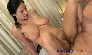 Knead rooms grown-up woman with flimsy vagina of a mind to orgasm