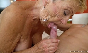 Superannuated granny copulates someone's skin young mechanic - indecorous grandmas