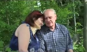 Elderly of age coupling copulates alfresco