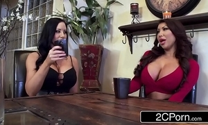 Twin silicone beauties sharing undesigned cock